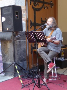 Song for Leonard: Beim Offenbacher Mainuferfest 2015 präsentiert M. Koch Songs zu Themen des indigenen und afroamerikanischen Amerikas